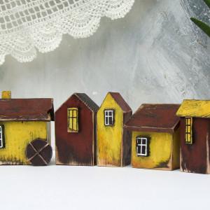 5 domków dekoracyjnych, drewnianych