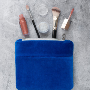 Aksamitna kosmetyczka - chabrowy niebieski