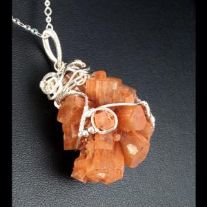 Aragonit, Srebrny wisior z aragonitem pomarańcz