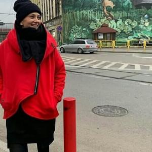 Asymetryczna kurtka damska na zamek czerwona