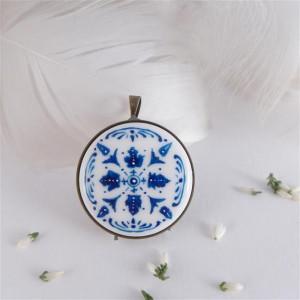 Azulejo  d, ręcznie malowany porcelanowy wisiorek