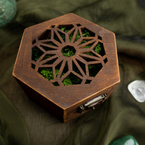 Ażurowe pudełko na obrączki z mechem
