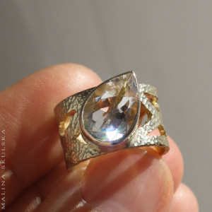 Ażurowy geometryczny z przeźroczystym kwarcem