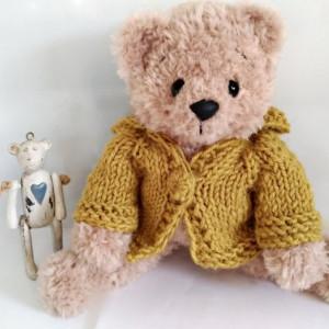Beżowy miś Ignacy w sweterku