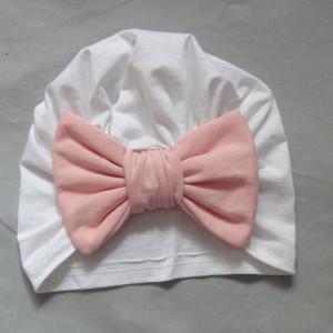 biała czapka turban dziecięcy kokarda jasny róż