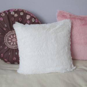 Biała puszysta poszewka na poduszkę 40x40 cm