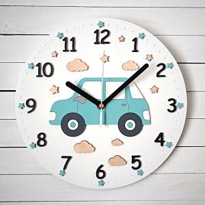 Biały zegar dla chłopca z samochodem