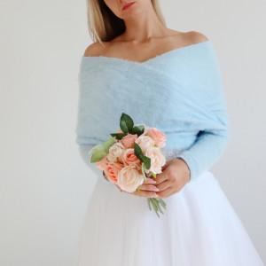 Błękitna narzutka ślubna