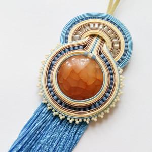 Błękitno-kremowy wisior z agatem