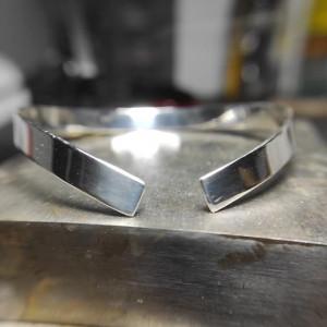 Bransoleta z polerowanego srebra