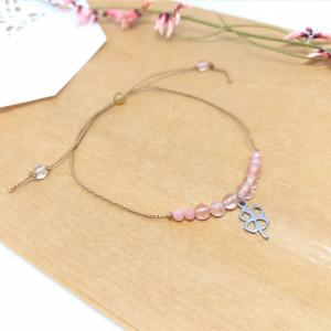 Bransoletka mocy: truskawkowy kryształ i opal