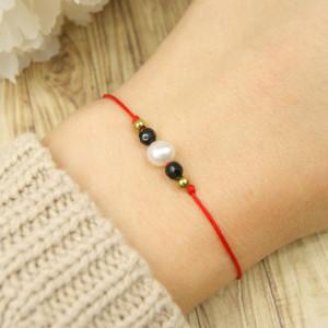 Bransoletka perła na czerwonym sznurku