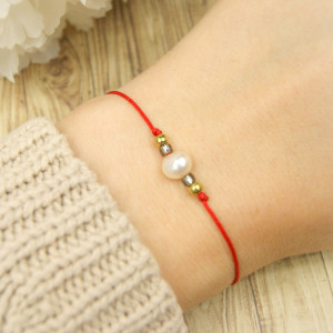 Bransoletka perła na czerwonym sznurku III