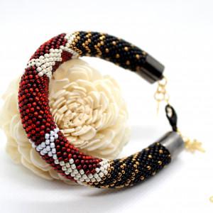 Bransoletka z drobniutkich koralików -róże