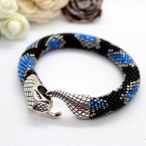 Bransoletka z drobniutkich koralików wąż niebieski