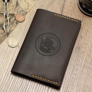 Brązowy ręcznie robiony skórzany etui na paszport