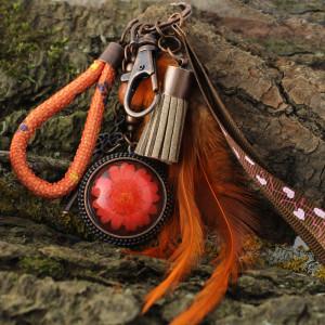 Brelok do kluczy lub torebki boho z kwiatem