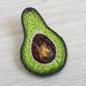 Broszka haft awokado