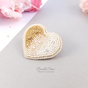 Broszka lub wisior z koralików w kształcie serca