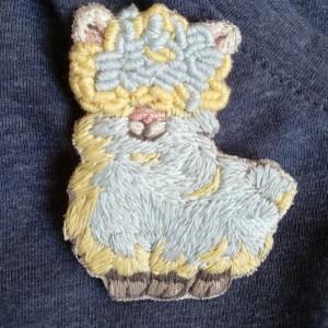Broszka, przypinka ręcznie haftowana Alpaka