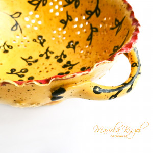 Cedzak ceramiczny słońcem malowany.
