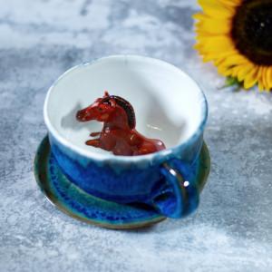 Ceramiczna filiżanka z koniem 320 ml