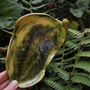 Ceramiczna podstawka na biżuterię Paproć zielona