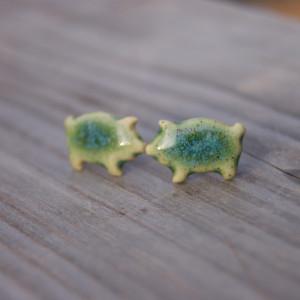 Ceramiczne kolczyki zielone świnki