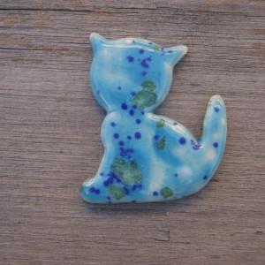 Ceramiczny magnes kot turkusowy w kolorowe łaty