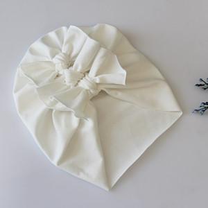 Czapka turban  lekki kokardki ecru chrzest