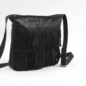 Czarna, skórzana torebka z frędzlami