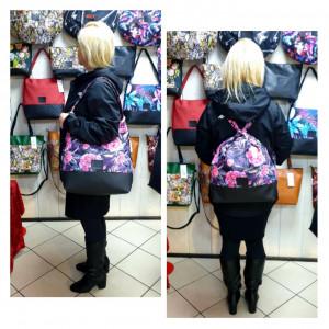 Czarna torebka i plecak w jednym w różowe kwiaty