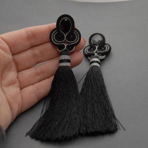 czarno-srebrne kolczyki lub klipsy sutasz