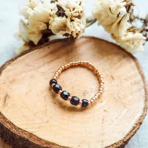 Czarno-złoty pierścionek elastyczny