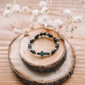 Czarno-złoty pierścionek z krzyżykiem