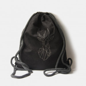 Czarny plecak worek z geometrycznym jeleniem