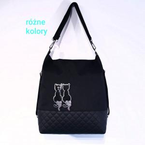 Czarny torebko plecak z czarno srebrnymi kotkami