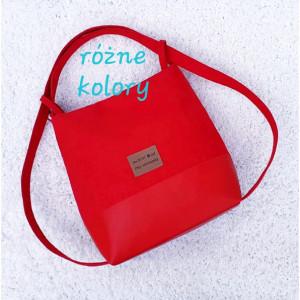 Czerwona torebka i plecak w jednym