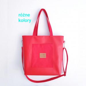 Czerwona torebka z kieszonką i wodoodp.podszewką