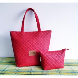 Czerwona torebka z kosmetyczką z eko skóry
