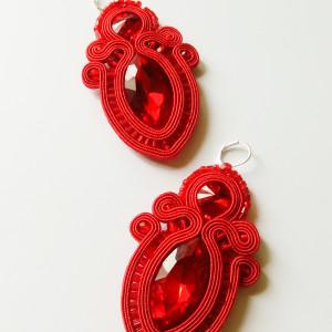 Czerwone kolczyki sutasz z dużymi kryształkami