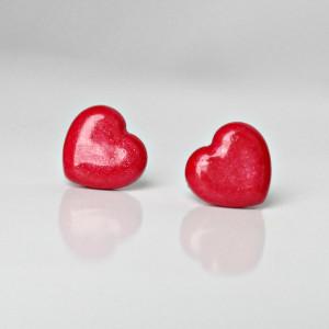 Czerwone serduszka z masy perłowej