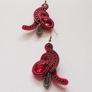 Czerwono-grafitowe kolczyki z kryształkami