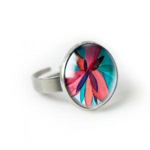 Czerwony kwiat pierścionek z ilustracją