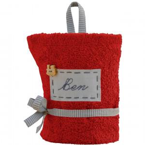 czerwony ręcznik z imieniem do przedszkola