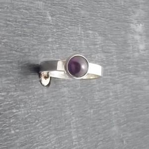 Delikatny srebrny pierścionek z ametystem