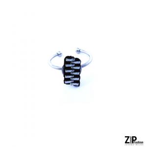 Designerski czarny rockowy pierścionek