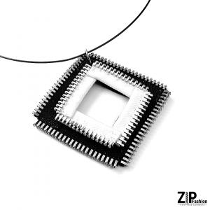 Designerski wisiorek biało-czarny kwadrat