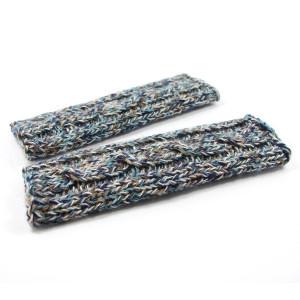 Długie mitenki na drutach z warkoczem