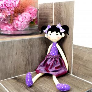 Długonoga lalka w fioletach